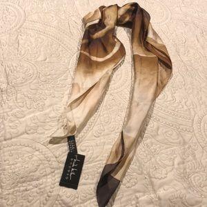 💗 Gorgeous Silk Scarf! 😊 NWT